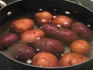 how-long-does-it-take-to-boil-potatoes-img